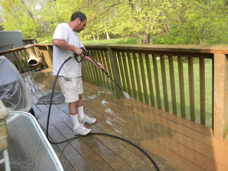 Cleaning With Power Washer
